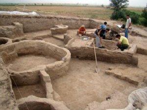 Институтом археологии и этнографии